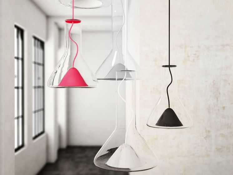 Brokis met doorschijnende hanglampen op interieur