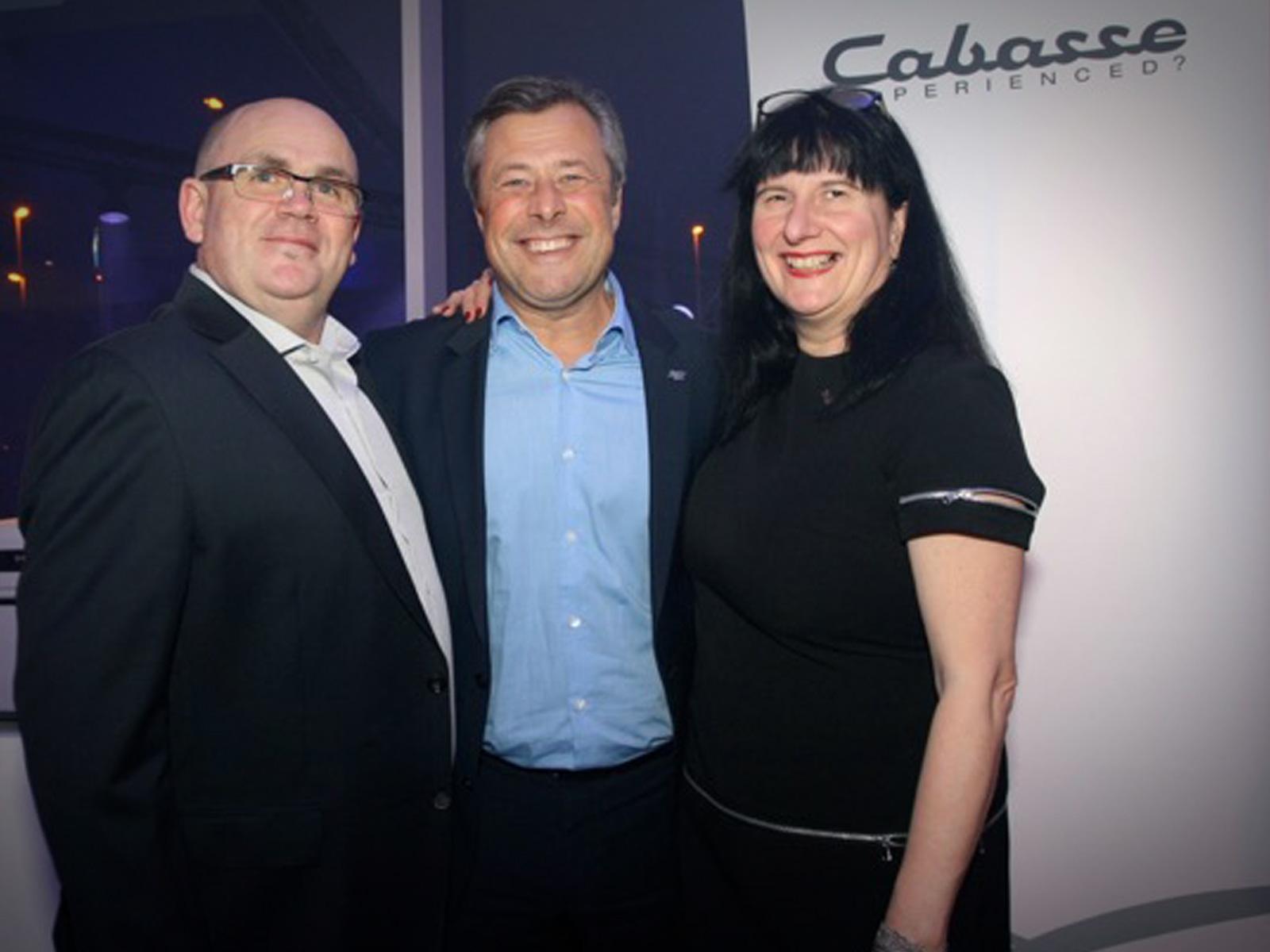 Patrick Van Moer (links), z'n echtgenote Martine Van Uffelen en Frédéric Lebreton (International Sales & Marketing Director Cabasse)