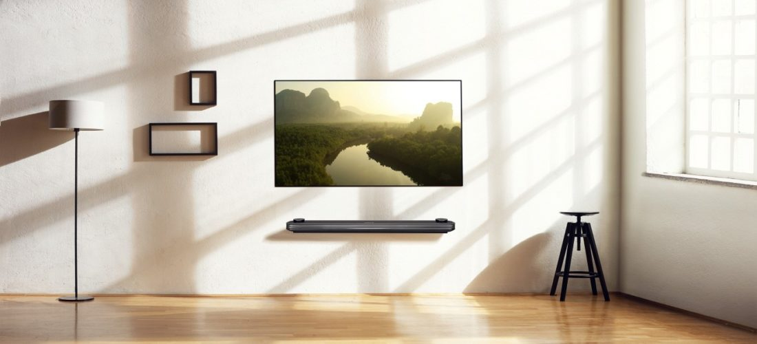 LG-SIGNATURE-OLED-TV-W_Lifestyle2