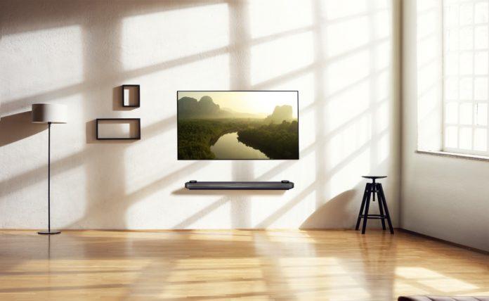 LG-SIGNATURE-OLED-TV-W_Lifestyle2