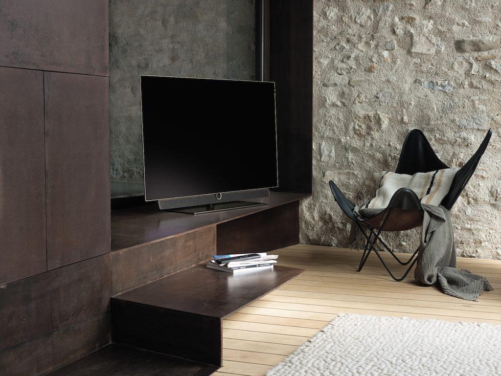 loewe bild 5 oled televisie knap retro design. Black Bedroom Furniture Sets. Home Design Ideas
