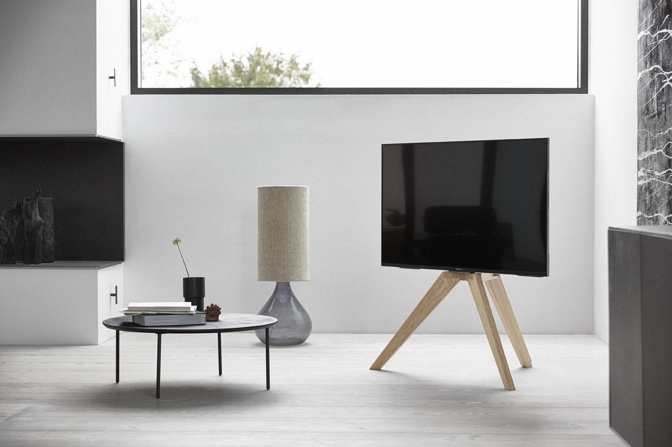 Vogel's toont vloerstaander voor tv in Scandinavisch design