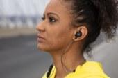 Philips mikt op sporters met koelblijvende hoofdtelefoon en UV-reiniging van oordopjes